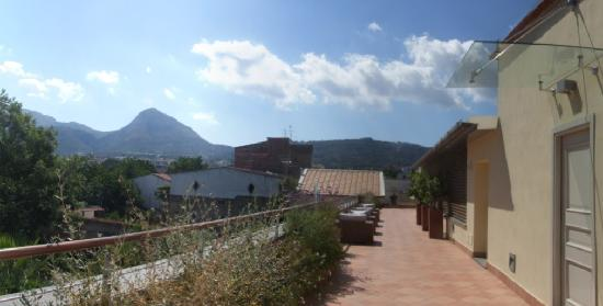 Seven Hostel: nice view onto the hills inland