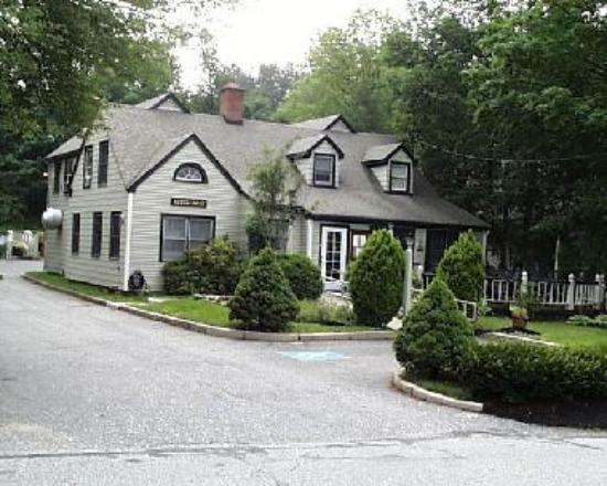 Cedar Street Restaurant is set in a residential neighborhood in a woodland.