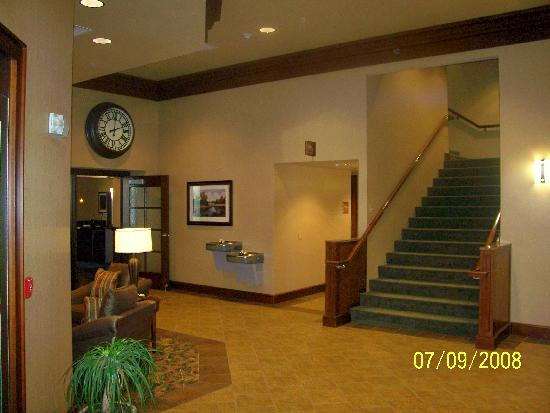 Jefferson Street Inn: Lobby and restaurant entrance