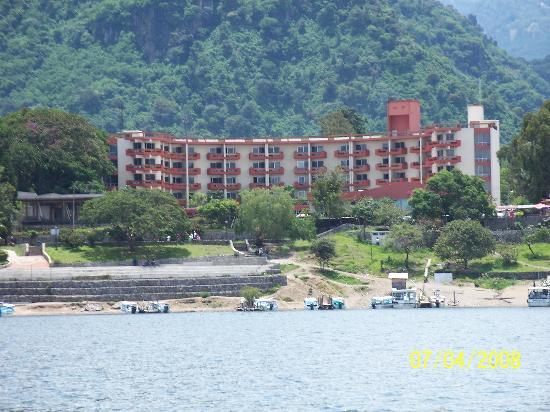 Porta Hotel Del Lago: Vista del Hotel desde el Lago Atitlan