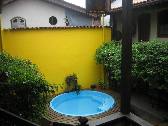 Pousada Marendaz: Small pool in the patio
