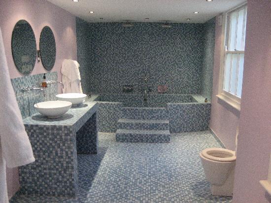 هوتل بيليروكو: bathroom