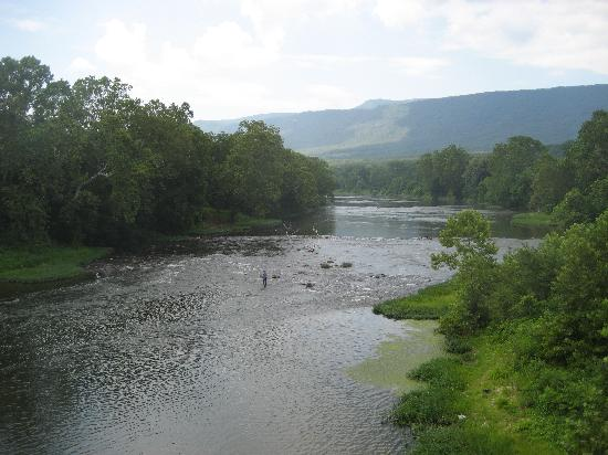 Piney Hill Bed & Breakfast: Crossing Shenandoah River on bike ride