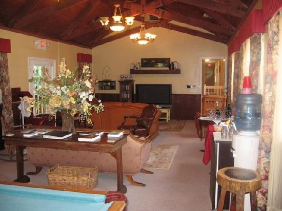 Carmel Cove Inn at Deep Creek Lake: Common area