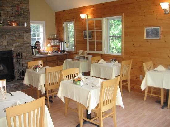 Carmel Cove Inn at Deep Creek Lake: Dining area