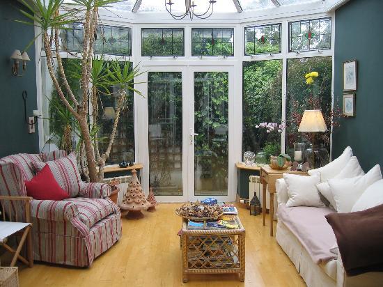 Tinode House: Wintergarden