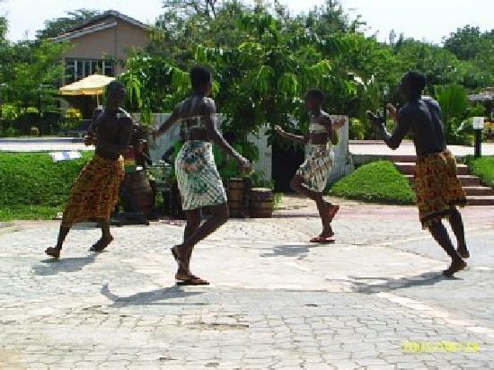 Afrikiko River Front Resort: performances