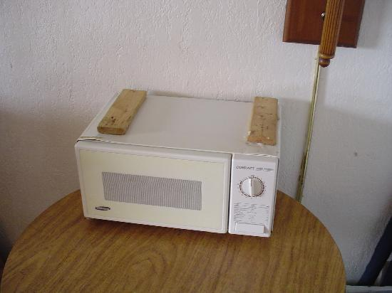 Summer Sands Motel: this is the microwave ripped off and on the table