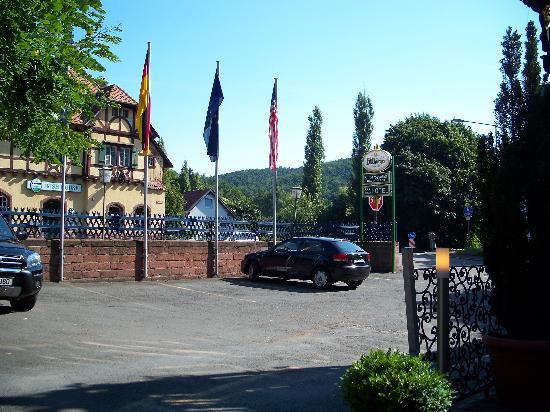 Hotel-Restaurant Barbarossahof: Irish Pub across the street from hotel restaurant patio.