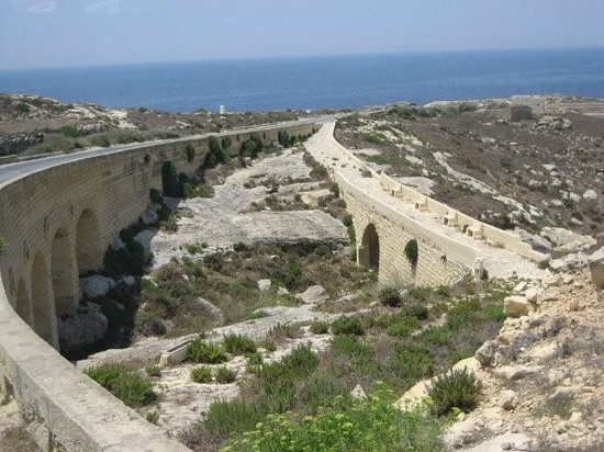 Wyspa Gozo, Malta: Road to the Azur window