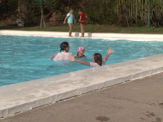 Hotel Rocas Rojas: poolside