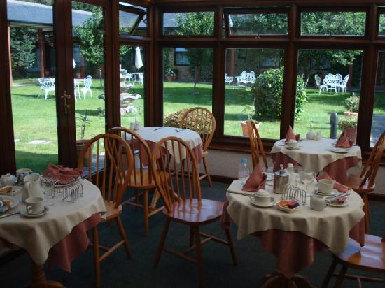 The Cottage Guest House: Breakfast Room