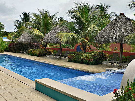 Alma del Pacifico Beach Hotel & Spa: The lap pool