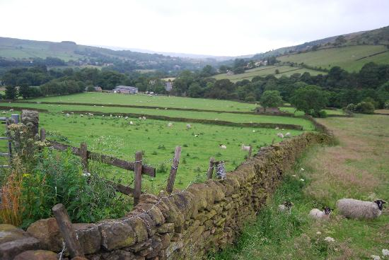 Little Hayfield, UK: Countryside Near the Inn