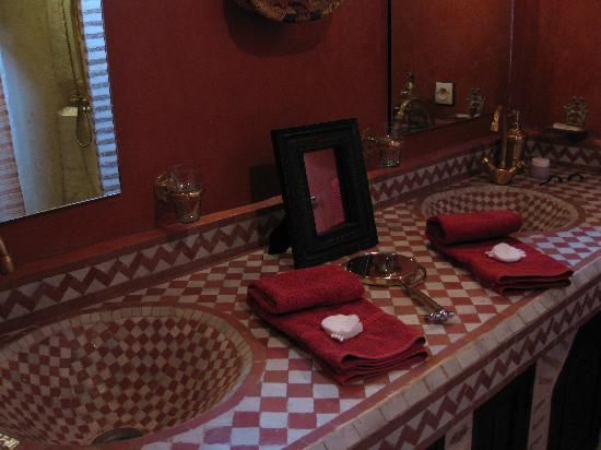 Riad Amirat Al Jamal: A bit of the bathroom