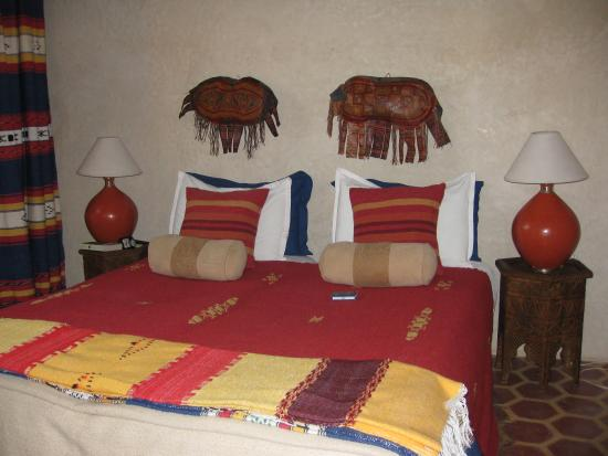 Riad Amirat Al Jamal: Our Berber style bed