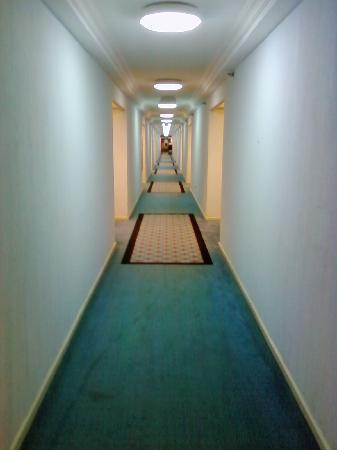 Al Jubail, Saoedi-Arabië: Hallway on a standard floor