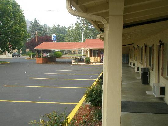 Rodeway Inn Yreka: Exterior