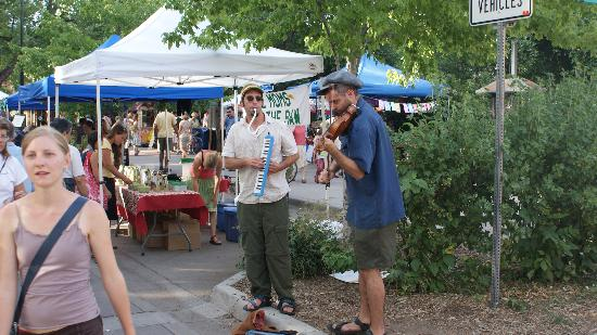 Boulder County Farmers Market: Musicians provided atmosphere