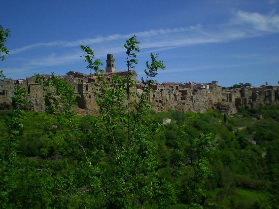 Pitigliano, Italy: La città nel tufo