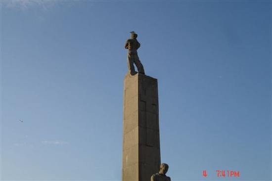 Upstairs Hotel : Ostende Statue