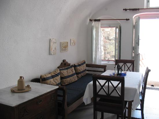 Chelidonia Villas: dining area