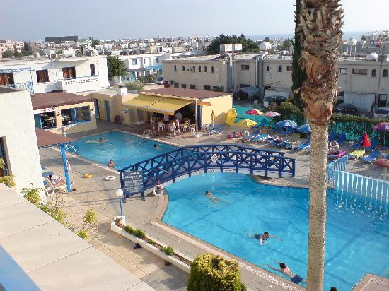 Kefalonitis Hotel Apts. : From balcony with poolside view.