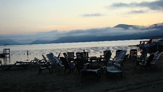 Diamond Cove Cottages: Sunrise on the beach