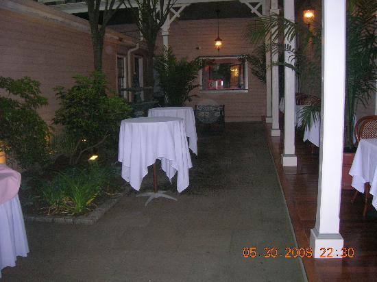 Hotel Alcott: Courtyard
