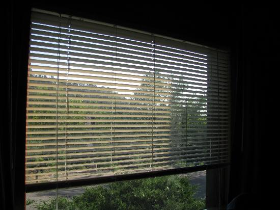 Silver Saddle Motel: more perfectly working blinds