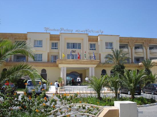 Marina Palace: Front of Hotel