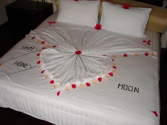 ّّللرومانسيه عنوانّّّ our-honeymoon-bed.jp