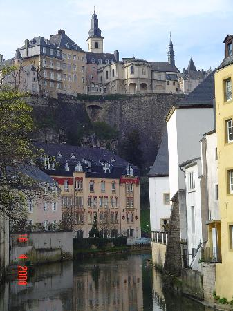 Le Royal Hotels & Resorts - Luxembourg: old city from the Grund