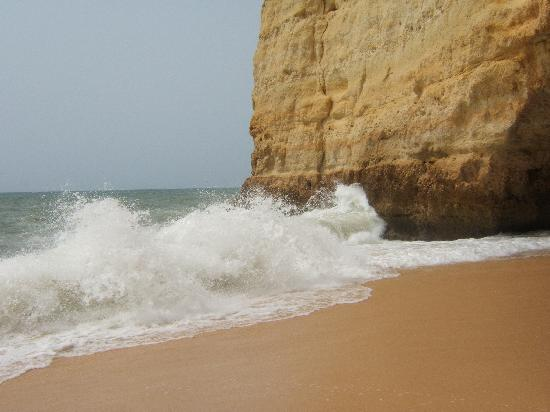 Carvoeiro, Portugal: great waves Centeanes beach