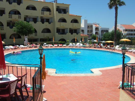 Pool view picture of cheerfulway valmangude jardim for Albufeira jardin