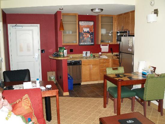 Residence Inn Phoenix North/Happy Valley: Kitchen