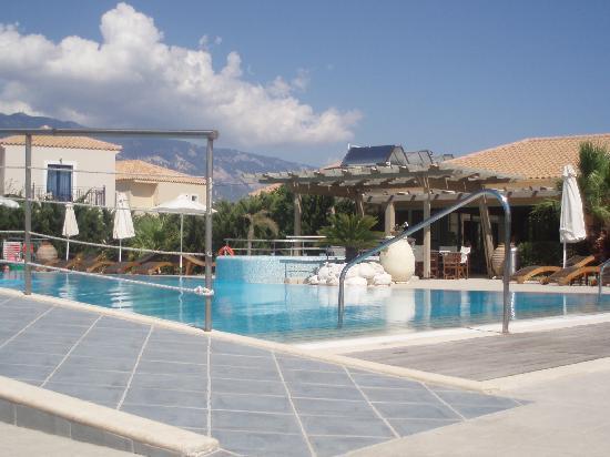 Avithos Resort: Empty Pool