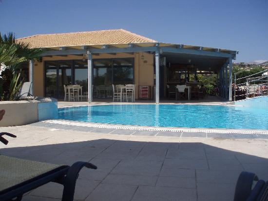 Avithos Resort: Pool Bar