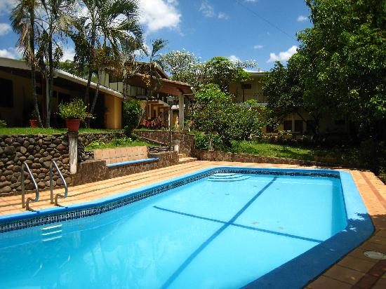 Managua Hills Bed and Breakfast: Poolside