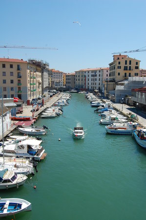 Livourne, Italie : view of the river in Livorno, Italy