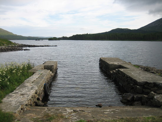 ‪‪Recess‬, أيرلندا: Pier at Lough Inagh Lodge‬