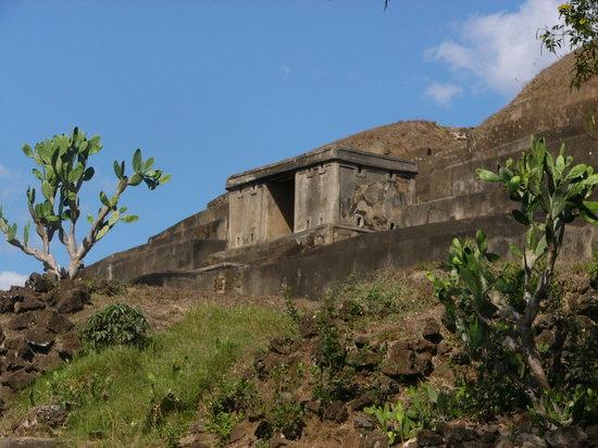 Sonsonate, El Salvador: Mayan Road - El Tazumal