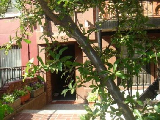 Chelsea Center Hostel: Hostel entrance
