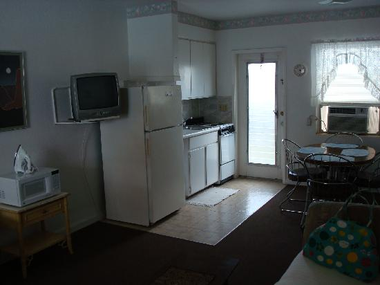 Echo Sails Motel : Living/Kitchen Area