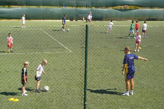 Alto da Colina Aparthotel: soccer school