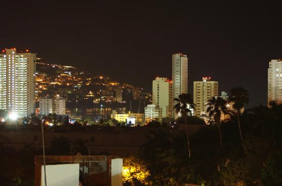 Villa Vidimar Acapulco: View from balcony at night