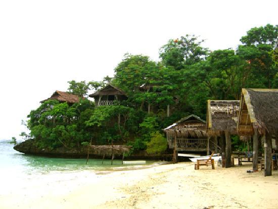 Isla Naburot: beach front