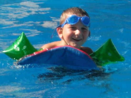 Royal W Resort Cabins & RV Park : One of my children enjoying thier very sizeable pool.