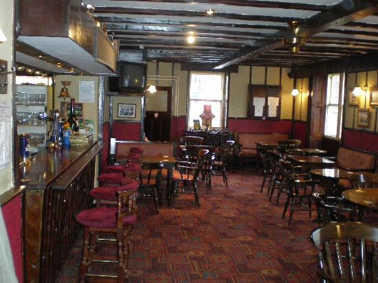 The Queens Head: The Bar