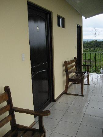 Hotel Vista del Cerro: A view of our door.
